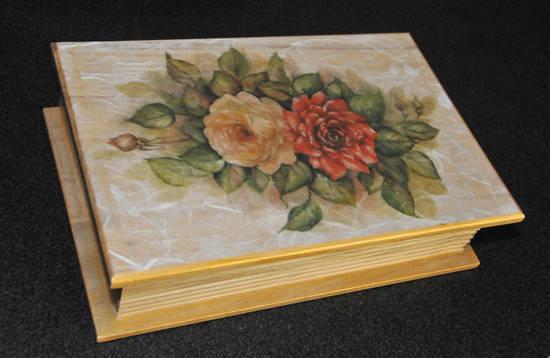 Decoupage su legno su glb - Decoupage su mobili in legno ...