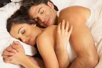 abbracciati nel letto