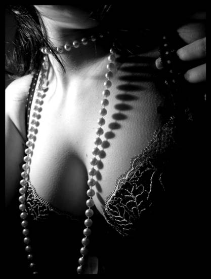 Black_shadows_and_pearls_II_by