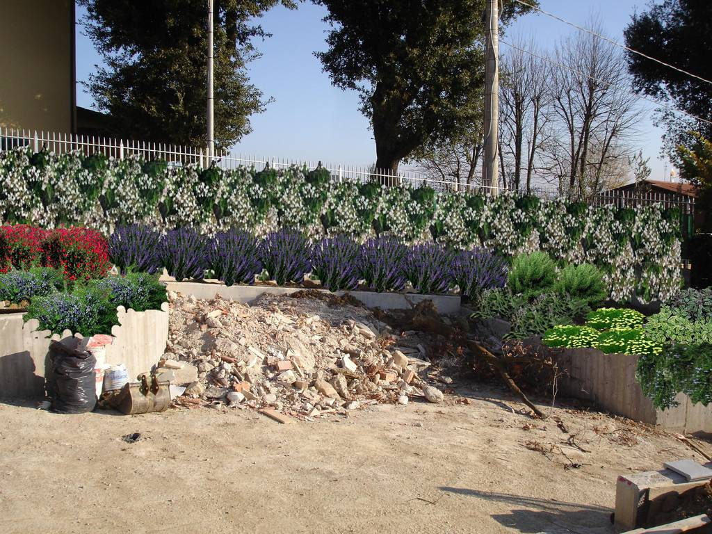 Condividi la foto images progetto scarpata con l dall for Progetti di giardini privati
