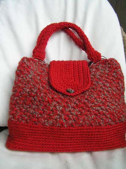 Foto borsa all 39 uncinetto di lana dall 39 album borse for Borse a uncinetto con fettuccia schemi