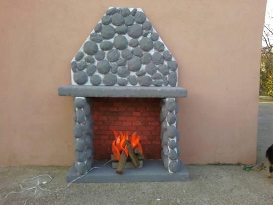 Condividi la foto camino con fuoco dall 39 album scenografie for Scenografie in polistirolo