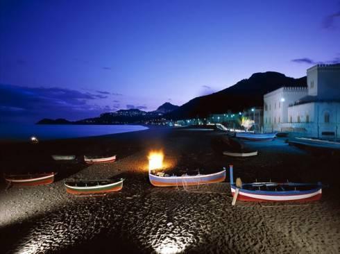 luci sulla spiaggia