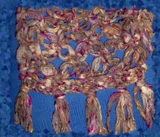 Dettaglio sciarpa uncinetto pu