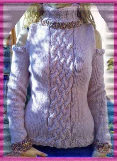 Maglione rosa con spalle scope
