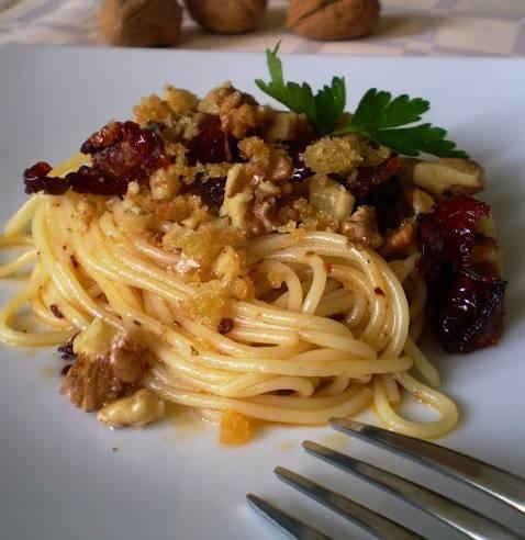 spaghetti peperoncino e noci