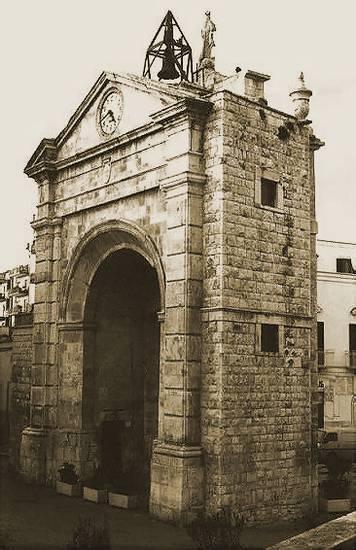 Foto bitonto antica porta baresana dall 39 album foto profilo for B b porta baresana bitonto