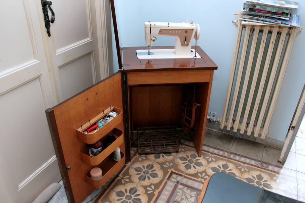 Macchina da cucire anni 39 60 singer 239 con mobile e for Ipercoop macchina da cucire