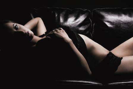Risultati immagini per immagine di donna sensuale
