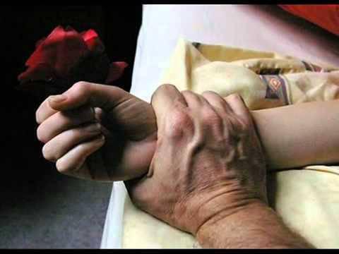 mano blocca il polso