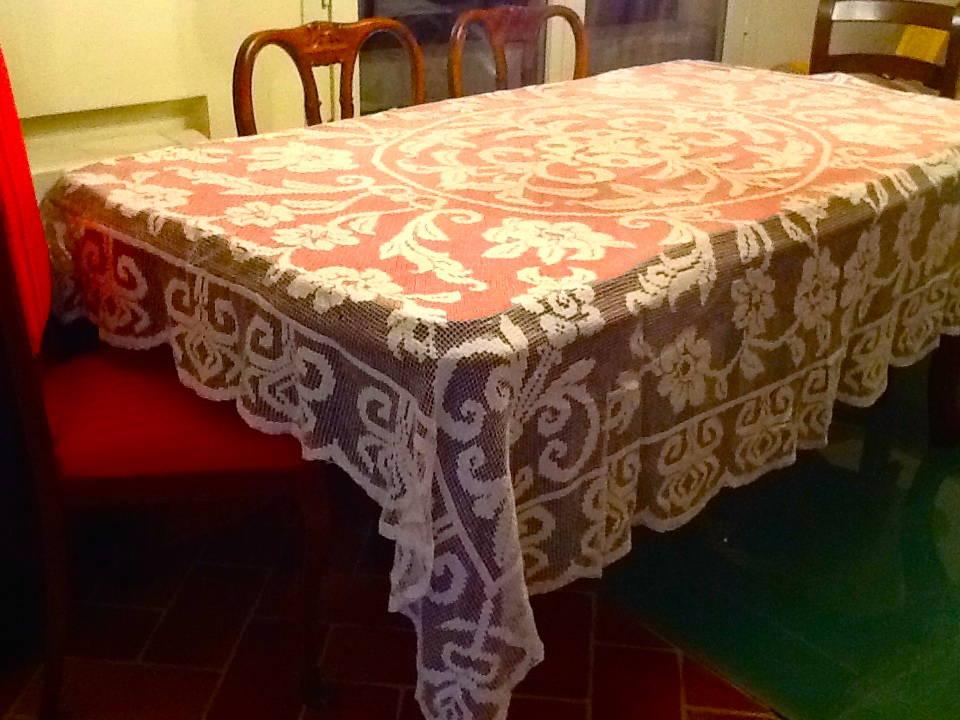 Merletti pizzi d 39 epoca antica tovaglia tenda copriletto for Finestra antica aperta