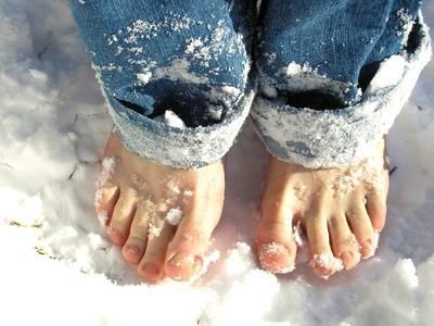Piedi nudi nella neve
