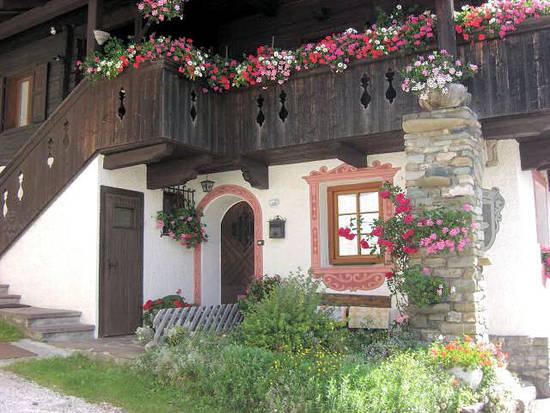 Foto case fiorite dall 39 album paesaggi montani di for Foto di case mediterranee